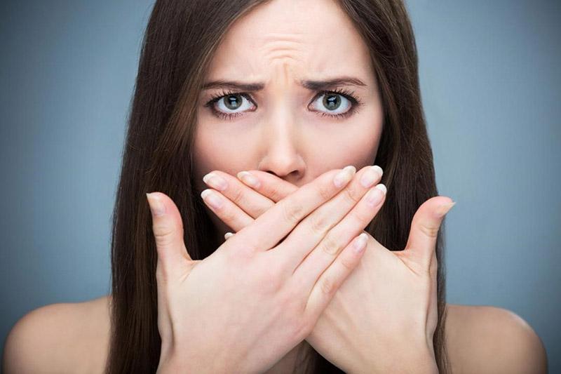 Miệng hôi thối ảnh hưởng không nhỏ tới cuộc sống, giao tiếp