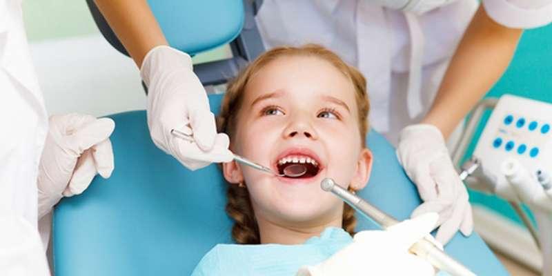 Nhổ răng sữa cho bé tại nha khoa