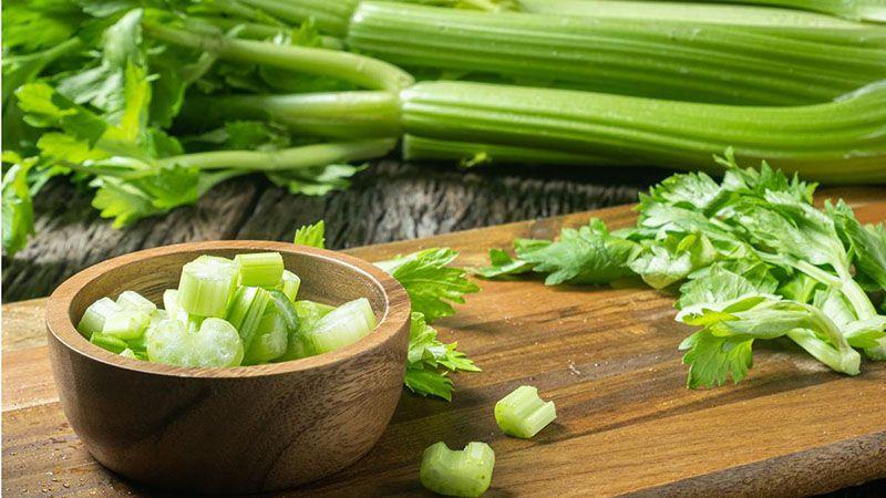 Rau cần tây giúp loại bỏ mảng bám trên răng hiệu quả