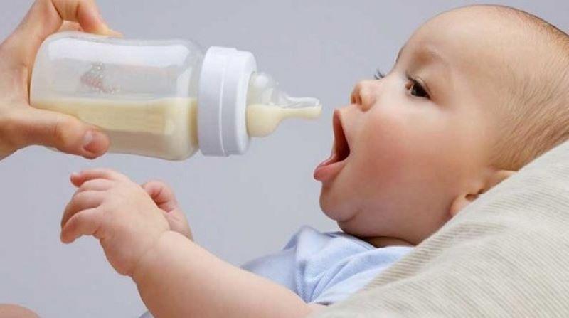 Các bậc phụ huynh nên cho trẻ uống từ 500-800ml sữa mỗi ngày để bổ sung canxi