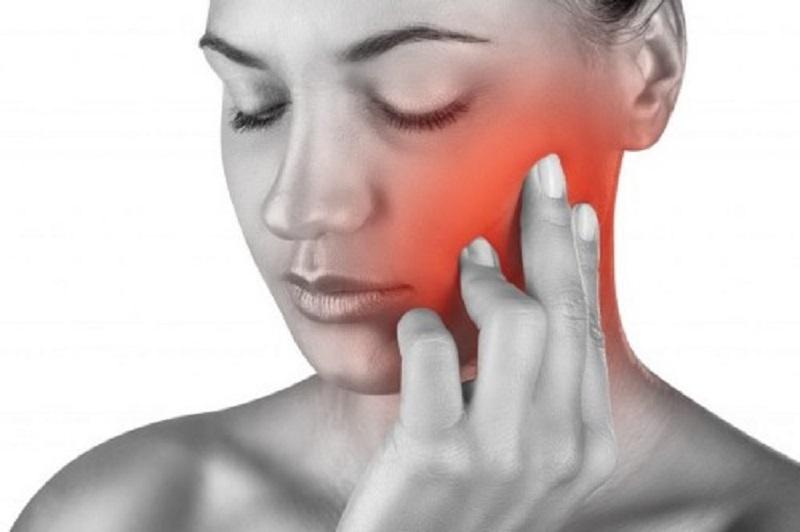 Áp xe chân răng gây khá nhiều đau đớn và phiền toái cho người bệnh