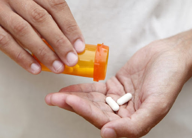 Sử dụng thuốc giảm đau khi bị áp xe răng