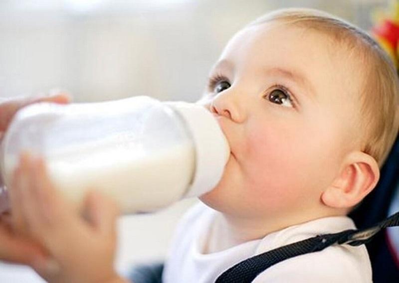 Sữa mẹ là nguồn dưỡng chất chứa canxi dồi dào