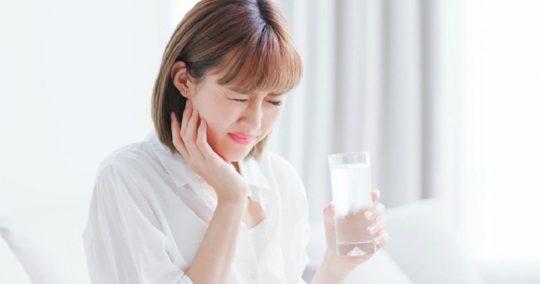 Các bệnh lý răng miệng có thể tác động khiến người bệnh bị ê răng