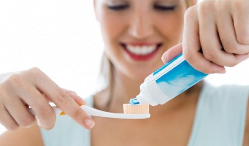 Mỗi ngày cần vệ sinh răng miệng thường xuyên, đánh răng 2 lần/ ngày