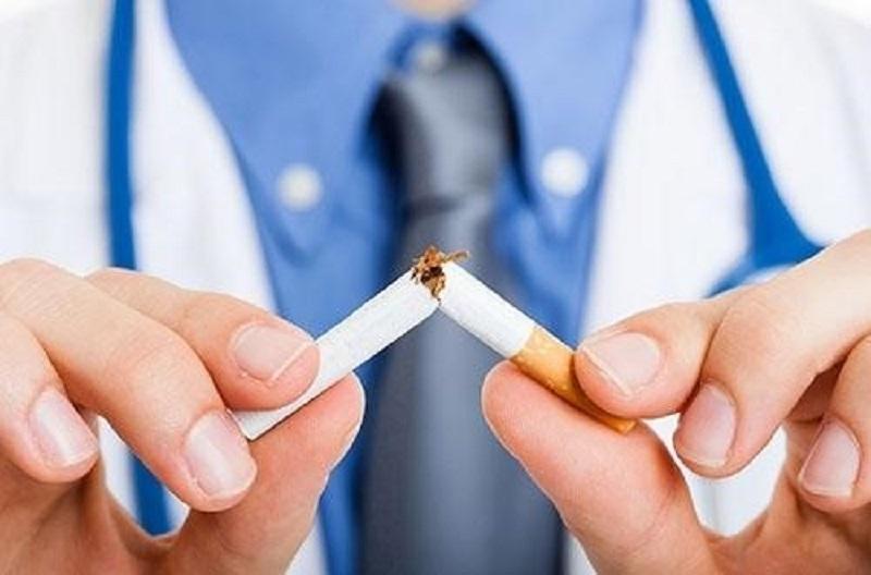 Không hút thuốc lá vì sẽ làm tăng nguy cơ khiến răng bị xỉn màu