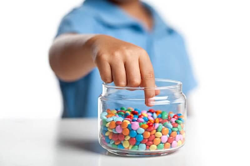 Các thực phẩm có nhiều đường và tinh bột sẽ tích tụ ở kẽ răng
