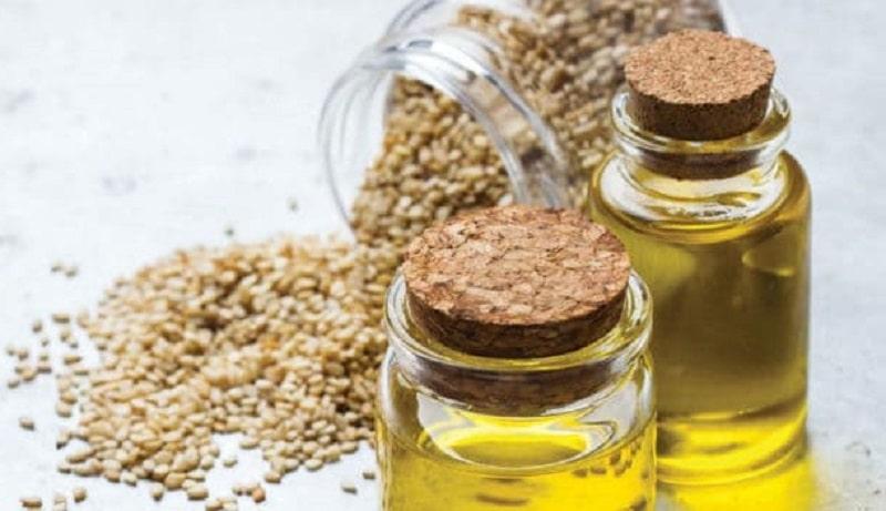 Súc miệng bằng nước chứa tinh dầu Arimedadi là một trong những cách chữa viêm lợi tại nhà nhanh nhất
