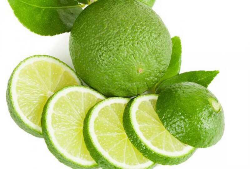 Chanh nhiều axit và vitamin C nên có hiệu quả tiêu diệt vi khuẩn gây mùi hôi miệng