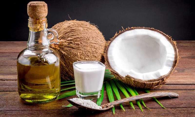 Súc miệng bằng dầu dừa mỗi ngày để loại bỏ mảng bám gây mùi
