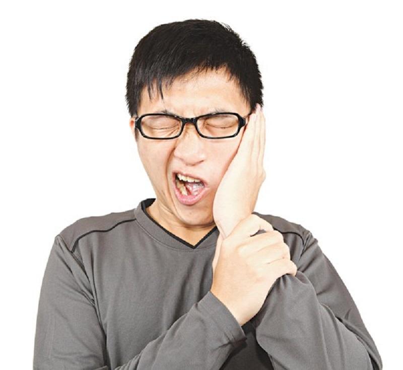 Áp xe răng khiến cho bên trong nướu, chân răng tích tụ mủ