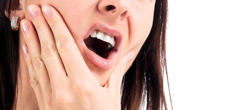Đau nhức, buốt là triệu chứng thường thấy nhất