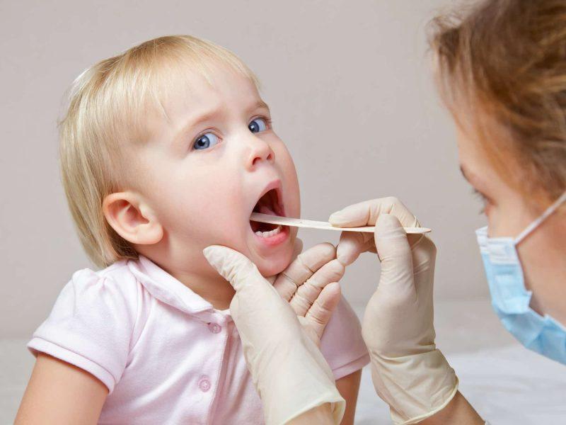 xác định khi nào nhổ răng sữa cho bé