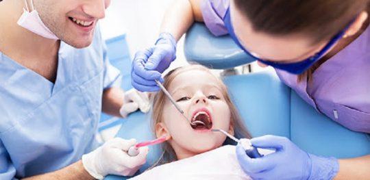Việc nhổ răng sẽ khó tránh được chảy máu và gây đau