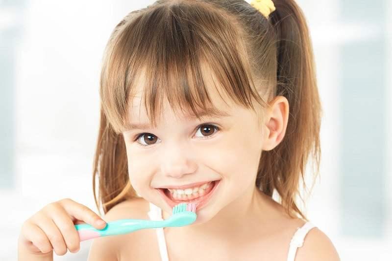 Duy trì thói quen vệ sinh răng miệng cho bé