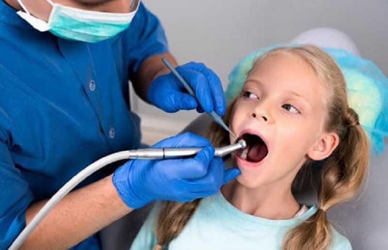 Đến gặp nha sĩ để được hỗ trợ khi con trẻ bị sún răng nặng
