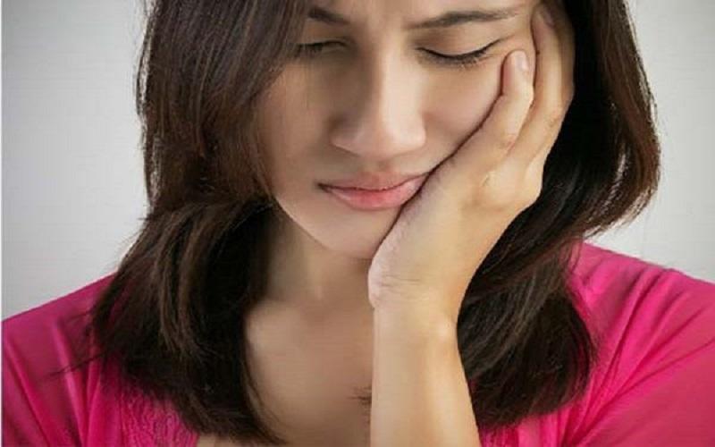 Tẩy trắng răng bị ê buốt có thể xuất phát từ nhiều nguyên nhân