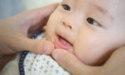 Trẻ 7 tháng tuổi chưa mọc răng
