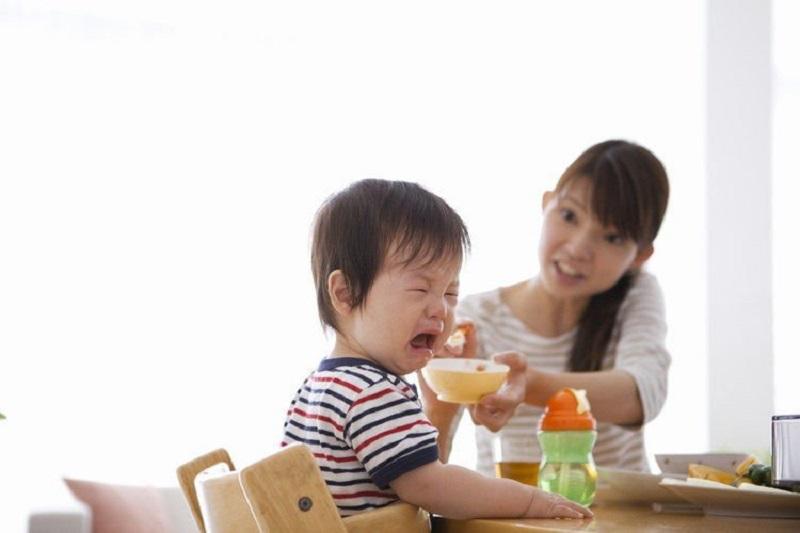 Chế độ dinh dưỡng không hợp lý cũng ảnh hưởng tới việc trẻ chậm mọc răng