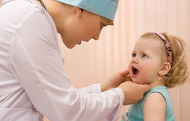 Yếu tố di truyền là một trong những nguyên nhân khiến trẻ chậm mọc răng