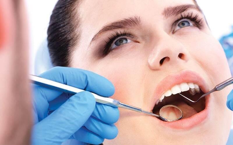 Cắt lợi trùm giúp loại bỏ phần lợi đang mọc trùm lên răng khôn