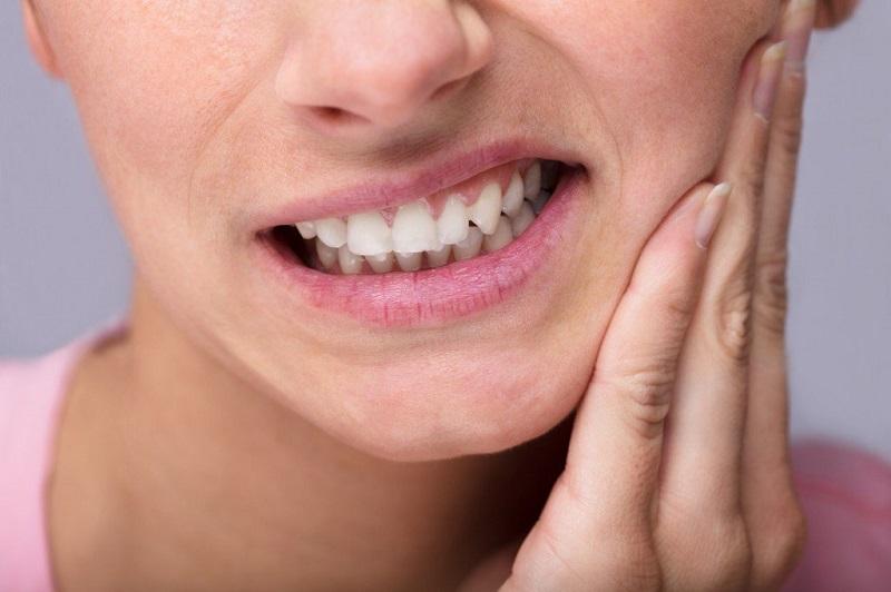 Viêm nướu răng là bệnh do mảng bám trên răng tích tụ lâu ngày