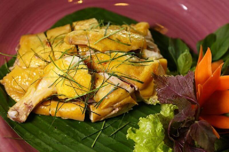 Thịt gà khá dai dễ dắt vào kẽ răng khi ăn xong