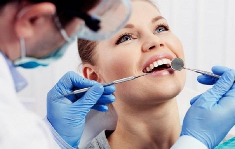 Bà bầu bị hôi miệng phải làm sao - thực hiện lấy cao răng
