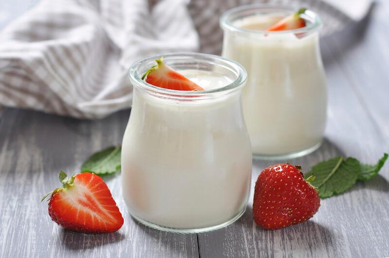 Loại sữa chua tốt nhất nên sử dụng đó là sữa chua nguyên chất không chứa đường