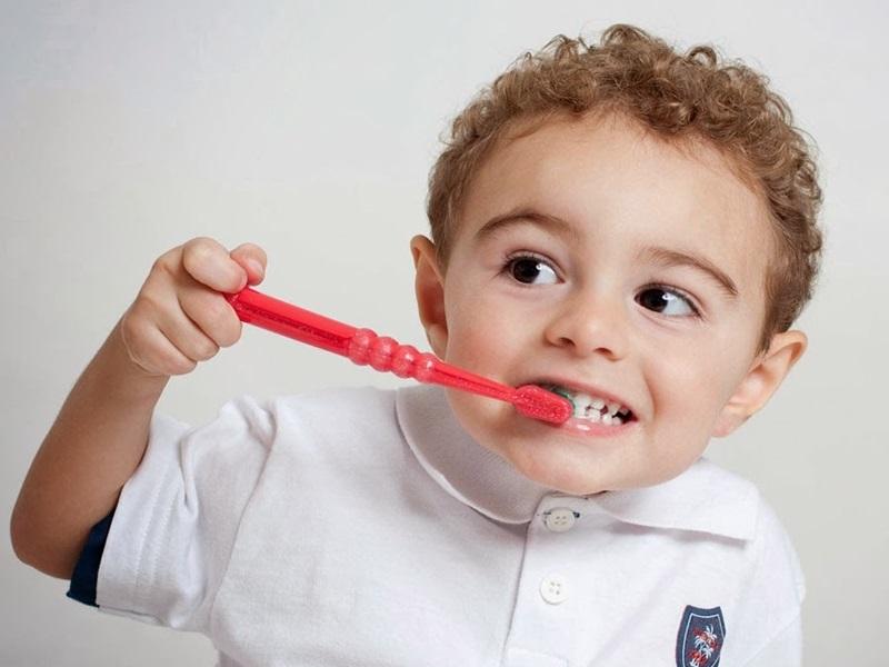 Hình thành thói quen chăm sóc, vệ sinh răng miệng cho bé từ sớm