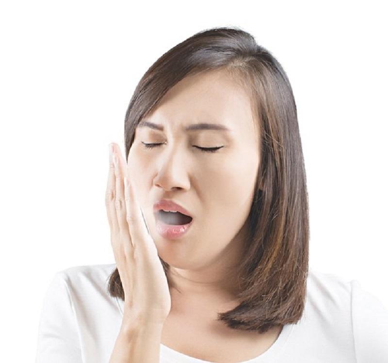 Nước súc miệng lành tính giúp loại bỏ mùi hôi miệng nhanh chóng