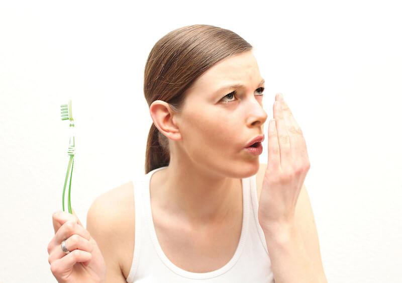 Vệ sinh răng miệng sạch sẽ, đánh răng 2 lần/ ngày