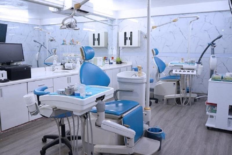 Trang thiết bị, máy móc tại phòng khám nha khoa cũng là yếu tố quan trọng quyết định thành công của một ca dán sứ veneer
