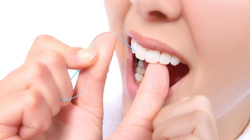 Người dùng chăm sóc, vệ sinh răng giả cẩn thận tỉ mỉ như răng thật