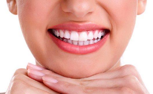 Trồng răng sứ có đau không còn phụ thuộc vào bác sĩ thực hiện