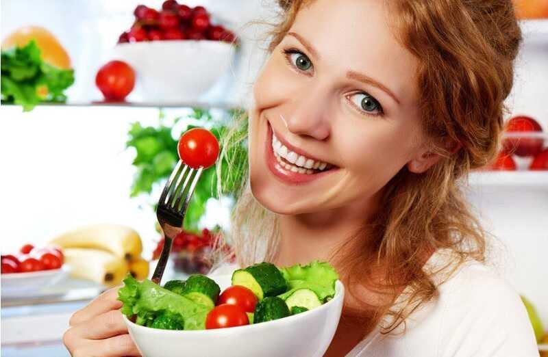 Thực hiện chế độ ăn uống đảm bảo dinh dưỡng vừa giúp bảo vệ răng vừa giúp nâng cao sức khỏe tổng thể