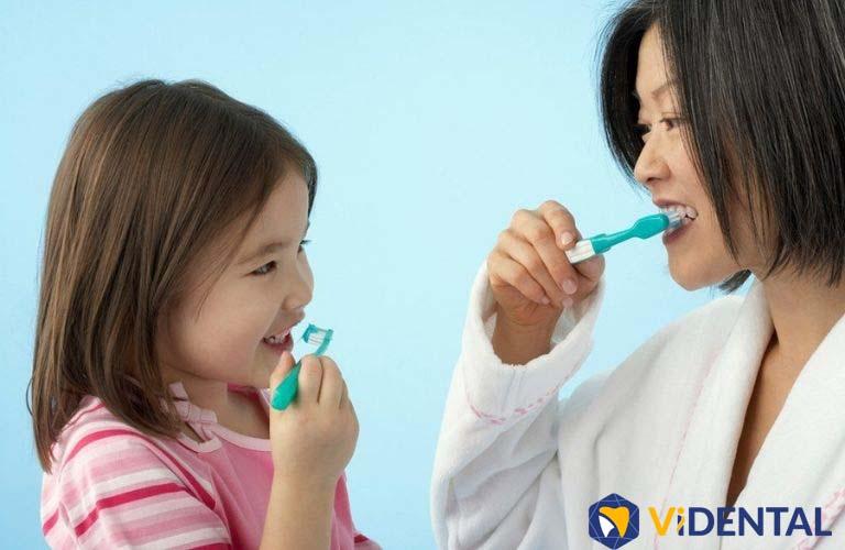Hướng dẫn trẻ vệ sinh răng miệng đúng cách sau khi niềng răng
