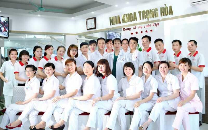 Đội ngũ y bác sĩ chuyên môn cao tại nha khoa Trọng Hòa