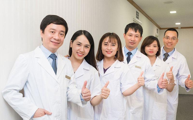 Đội ngũ y bác sĩ tại Nha khoa Tấn Tài