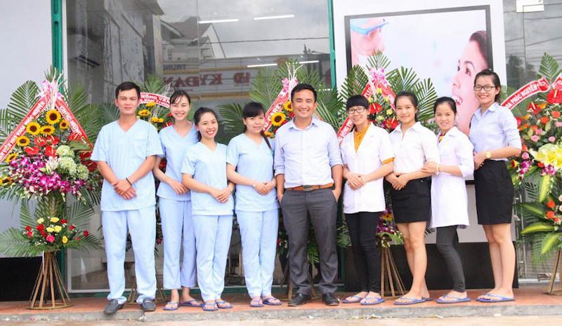 Đội ngũ bác sĩ, nhân viên tại nha khoa Phúc Nguyên