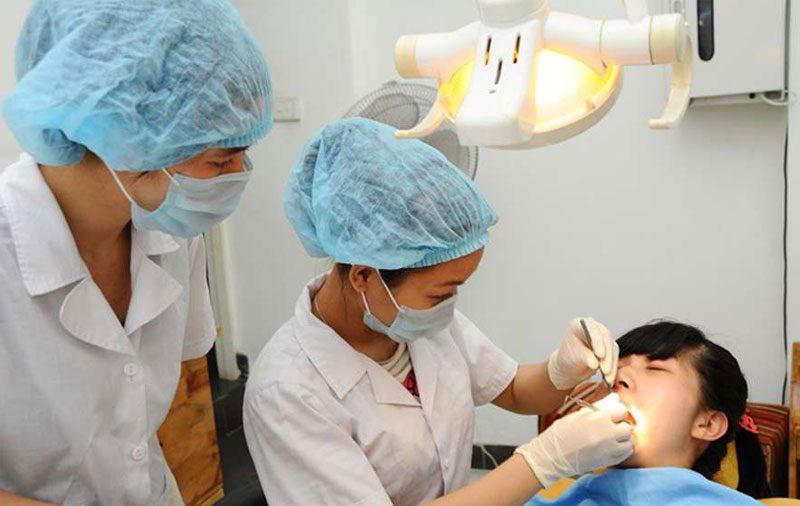 Hình ảnh bác sĩ đang điều trị cho bệnh nhân tại Nha Khoa Như Khang