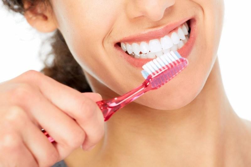 Đánh răng thường xuyên có thể ngăn ngừa hình thành cao răng hiệu quả