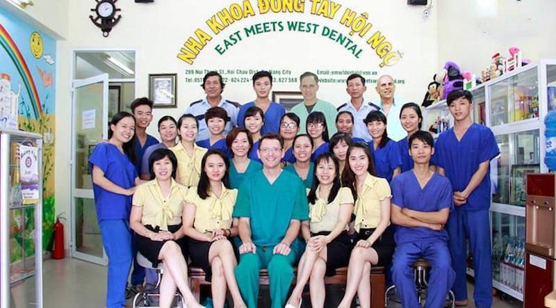 Nha khoa Đông Tây Hội Ngộ có đội ngũ nhân viên luôn nhiệt tình, tận tâm